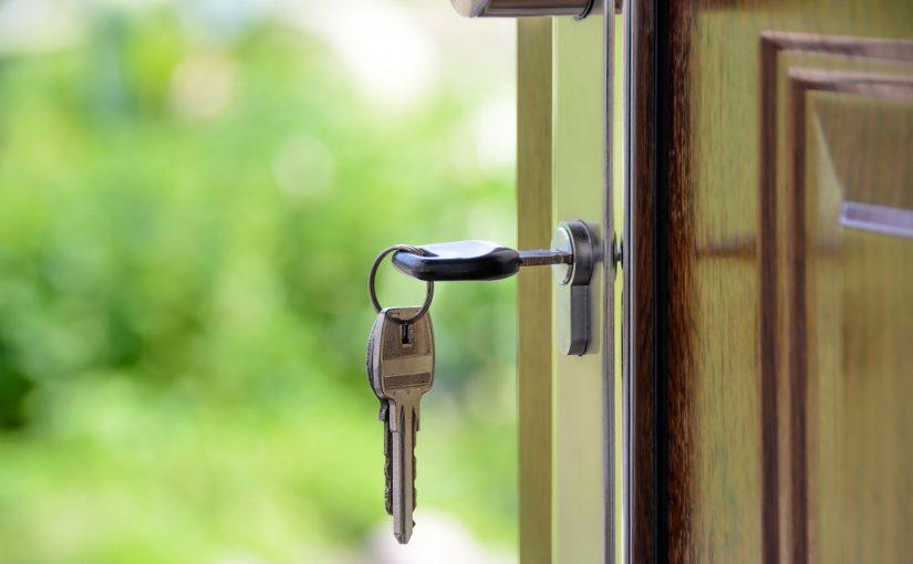 porta con chiavi, sicurezza domestica
